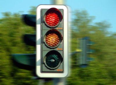 stoplight in blurry focus